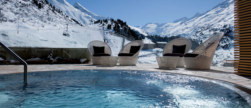 Austria_Obergurgl_Hotel-Gottard_outside_spa.jpg